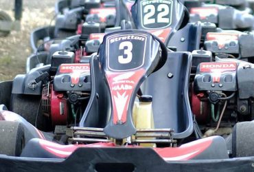 Sprint race, adult karting at Stretton Circuit